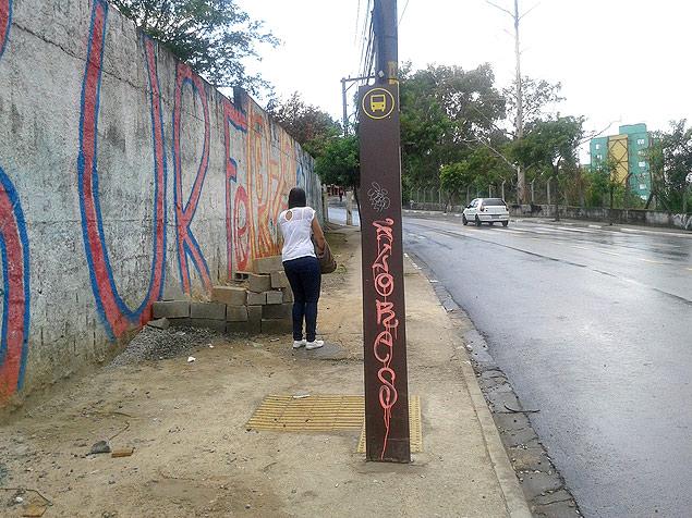 Ponto recém-instalado na rua Ari da Rocha Miranda, na Jova Rural