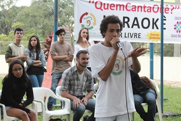 Aparelhagem de som é montada ao ar livre e dá espaço à um karaokê a céu aberto. Foto: Letícia Demarÿ/Divulgação