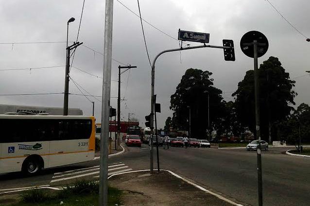 Cruzamento Jacú-Pêssego x Américo Sugai é a principal entrada da Vila Jacuí para paulistanos de outras regiões