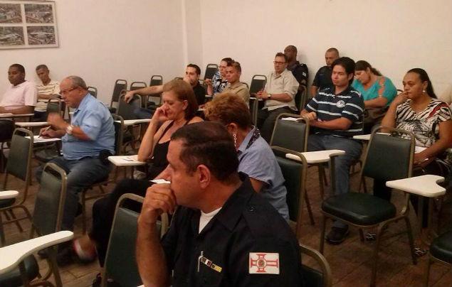 Moradores de Vila Nova Cachoeirinha em reunião do Conseg (Foto: Eligêngela Pedroso)