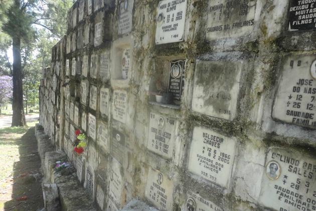 Cemitério de Perus: parede de ossadas