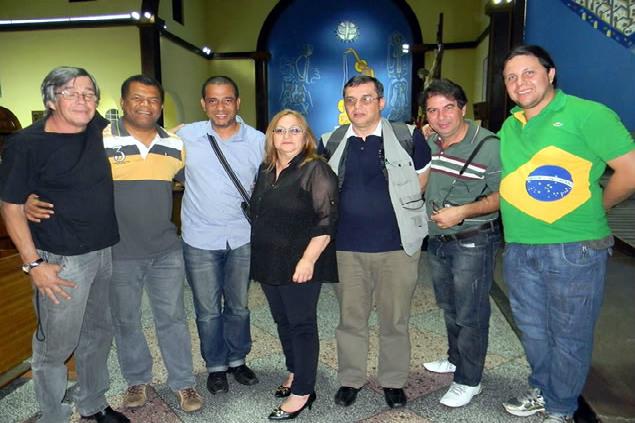 Jornalista Antonio Teixeira (a esquerda) junto com representantes da Imprensa de São Miguel (créditos: Arquivo Folha de  São Miguel)