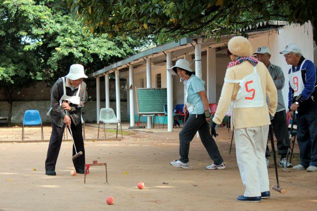 Idosos praticam esporte tradicional japonês