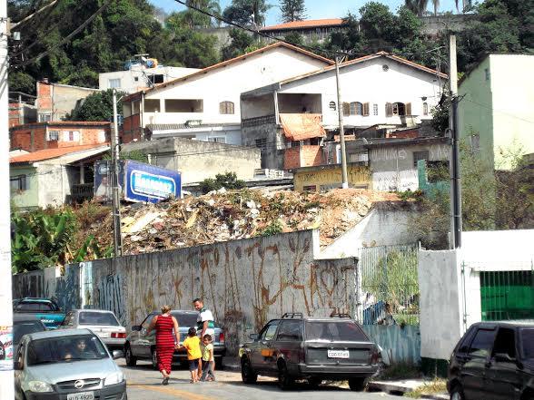 Rua Áquila, no Jardim Novo Horizonte, em Carapicuíba