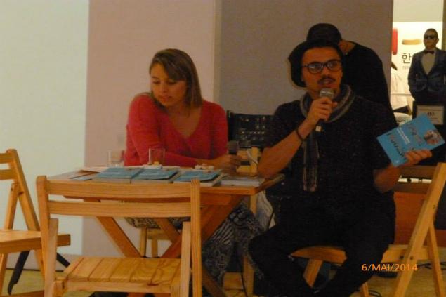 O jornalista Vagner de Alencar, do blog Mural, apresenta seu livro sobre Paraisópolis em Buenos Aires