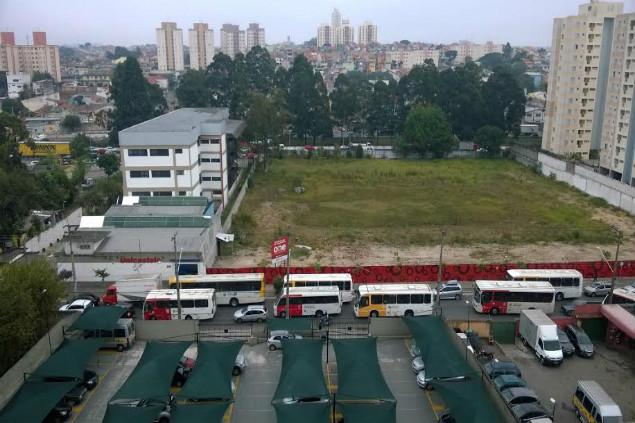 Rua Carolina Fonseca, na Vila Santana, está recebendo linhas de ônibus diferentes nos dias de jogos