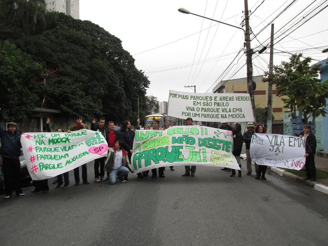 Moradores da Vila Ema participam de ato que pede parque no bairro