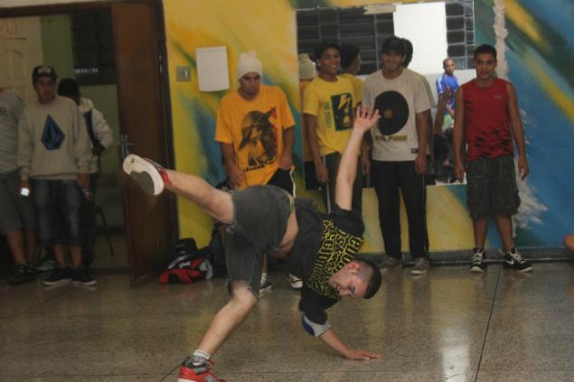 Casa de Cultural do Itaim Paulista ensina dança de rua para moradores. Foto: Vander Ramos
