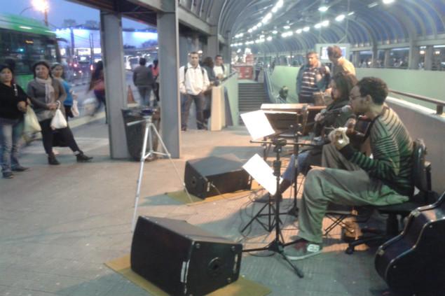 Projeto Canto Calado se apresenta no Terminal Cachoeirinha (Créditos Kelly Mantovani)
