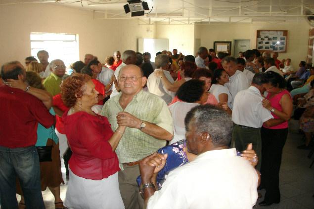 Baile da Melhor Idade acontece na Casa de Cultura do M'Boi Mirim