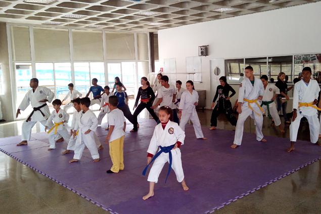 Alunos iniciam os treinamentos na tarde do sábado