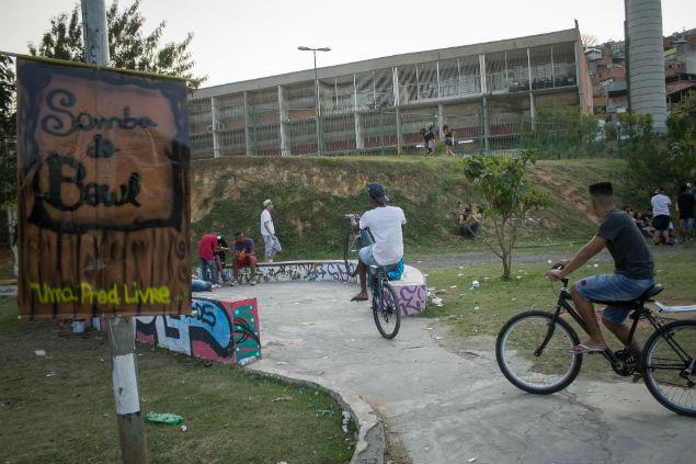 Praça dos sete meninos homenageia mortos no local (créditos Jéssica Costa)