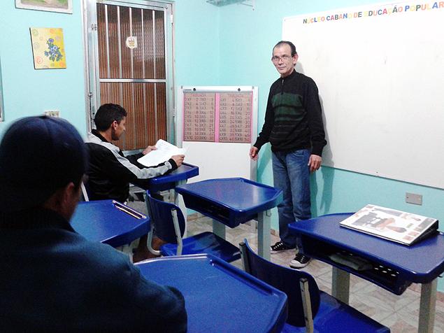 Sala de aula onde o professor Cláudio e sua mulher dão aulas