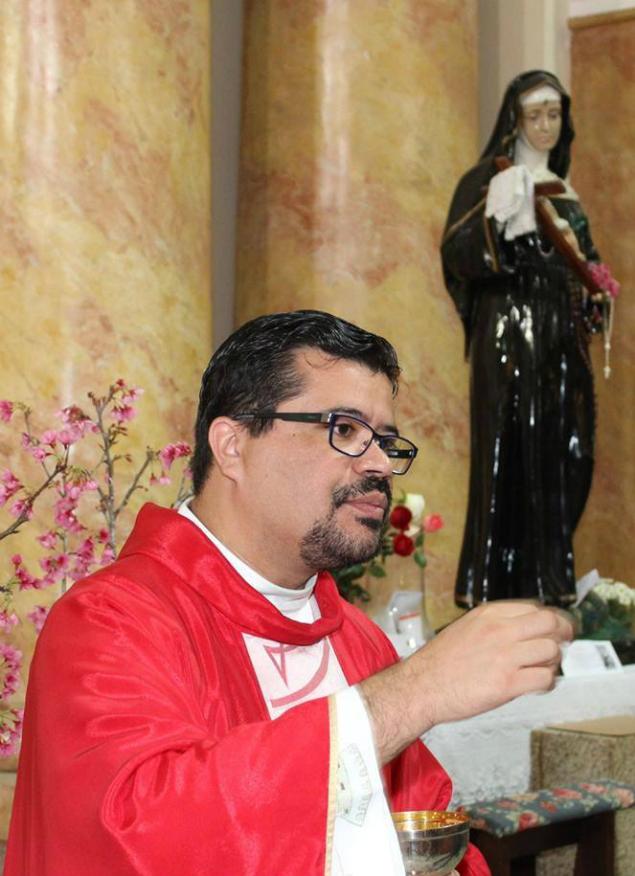 Padre Cláudio Ticiano da Silva pede ajuda divina para chover em São Paulo
