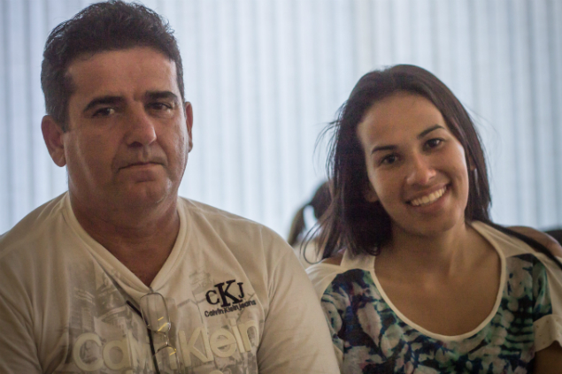 O casal Miriam Guedes, 29, e Marcos Galego, 49. Ambos retomaram os estudos e tentam ingressar na Engenharia. (Foto: Jéssica Costa / Mural)