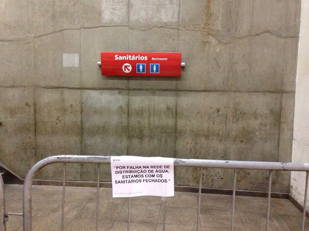 Banheiros da estação da Luz ficam interditados por conta da falta de água. Foto: Anderson Menezes