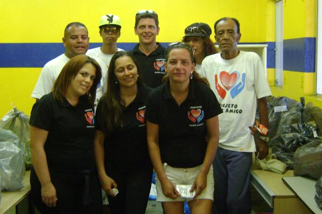 Mc Dadan (primeiro a esquerda) e integrantes do projeto (Foto: Fabiana Lima/Blog Mural)