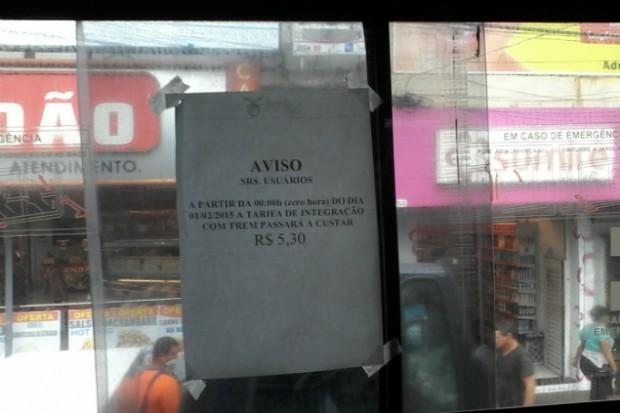 Aviso de reajuste no ônibus em Barueri (Foto: Paulo Talarico/Blog Mural)
