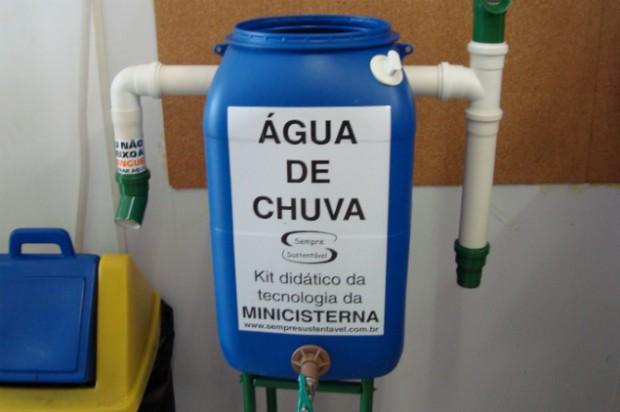 Sistema é composto por recipiente fechado e água pode ser usada para limpeza (Kelly Mantovani/Blog Mural)