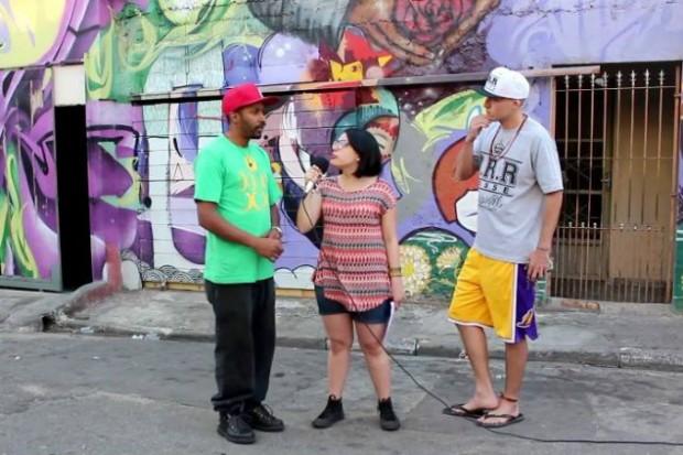 """Grupo do projeto """"Você repórter da periferia"""" realizando entrevistas em São Mateus, zona leste de São Paulo (Créditos: Divulgação)"""