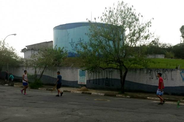 Caixa d'água do Saae localizada no bairro jardim City. (Foto: Jéssica Souza/Blog Mural)