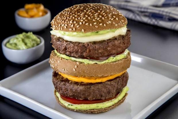 Hamburguer que homenageia Hulk leva dois hambúrgueres de 200 g (Divulgação)