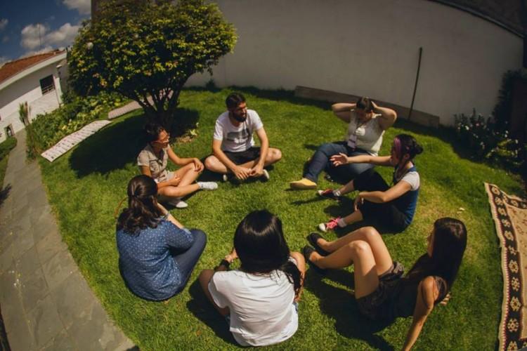. O local promove debates sobre temas atuais e estudo bíblico não religioso entre moradores e visitantes (Foto: Divulgação)