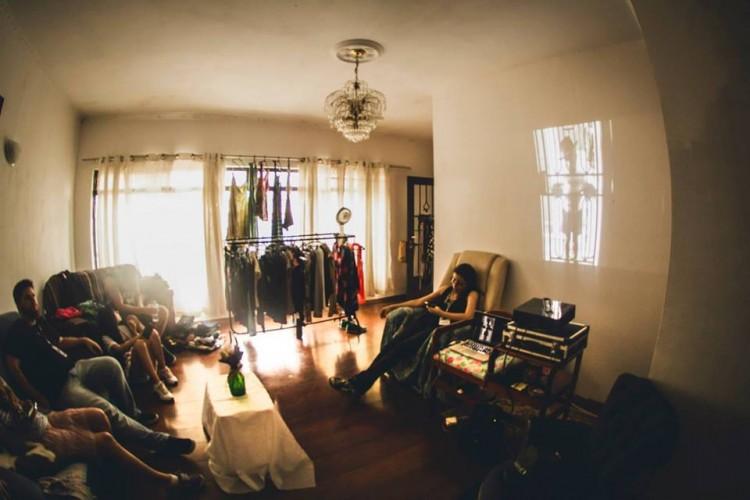 Bazares de roupas e acessórios são realizados durante os eventos para promover uma atitude sustentável contrapondo o consumismo