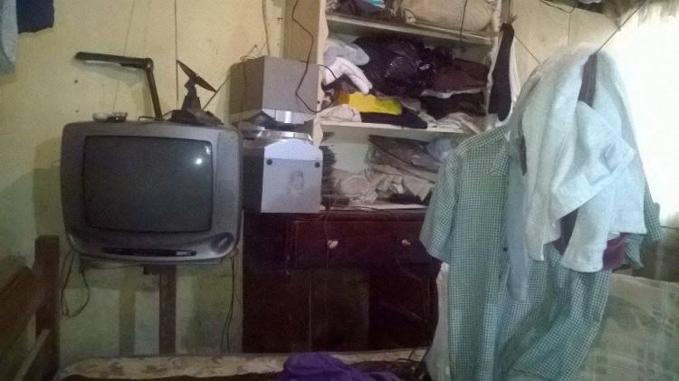 Em uma semana, duas enchentes alagaram a casa de Hilpho, no Grajaú (Foto: Kaique Dalapola)
