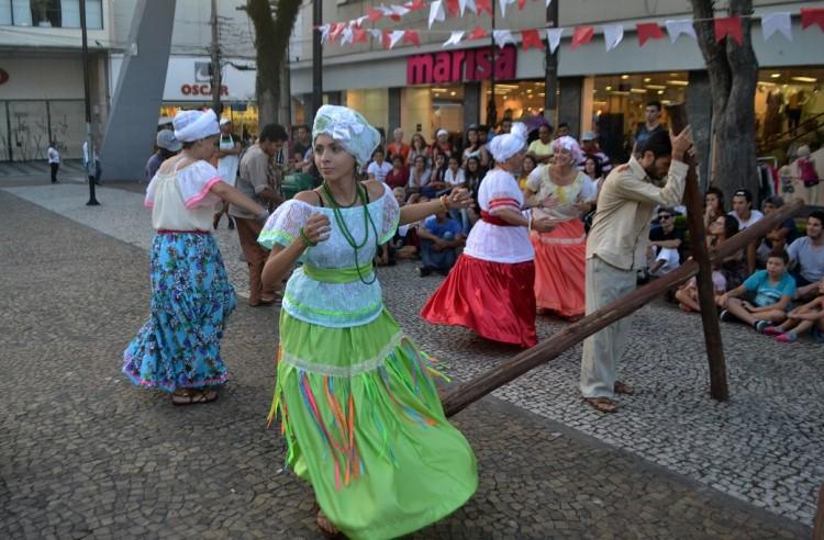 Peça é apresentada na região central de Mogi das Cruzes (Foto: Guilherme Cota/Divulgação)