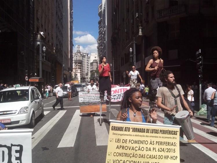 Ação pela Lei de Incentivo à Cultura da Periferia no Centro de São Paulo (Foto: Movimento Cultural das Periferias/Divulgação)