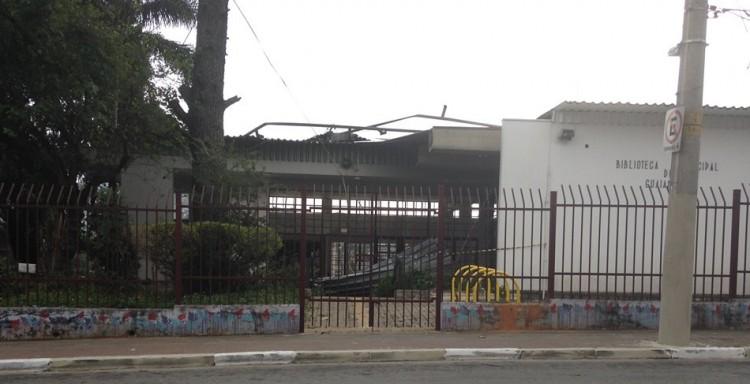 Após 5 semanas, bilbioteca permanece fechada sem previsao de reabertura (Foto: Lucas Veloso/Folhapress)