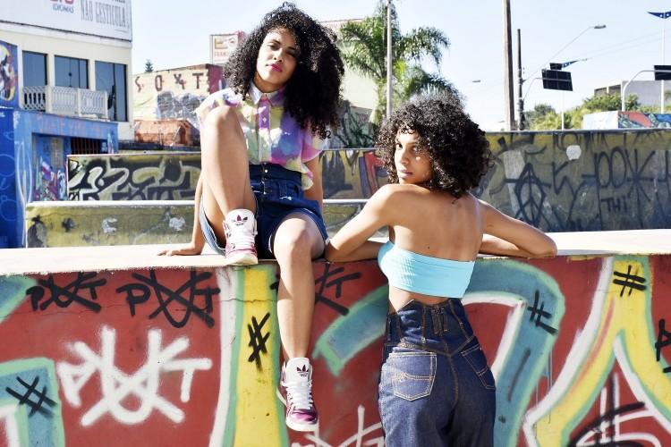 Formadas em comunicação, elas decidiram montar o próprio negócio e apostar na moda (Foto: Jennifer Pereira/Divulgação)
