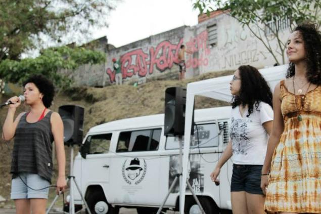 Grupo de rappers formado por mulheres rimam na  apresentação - Crédito: Arquivo Pessoal