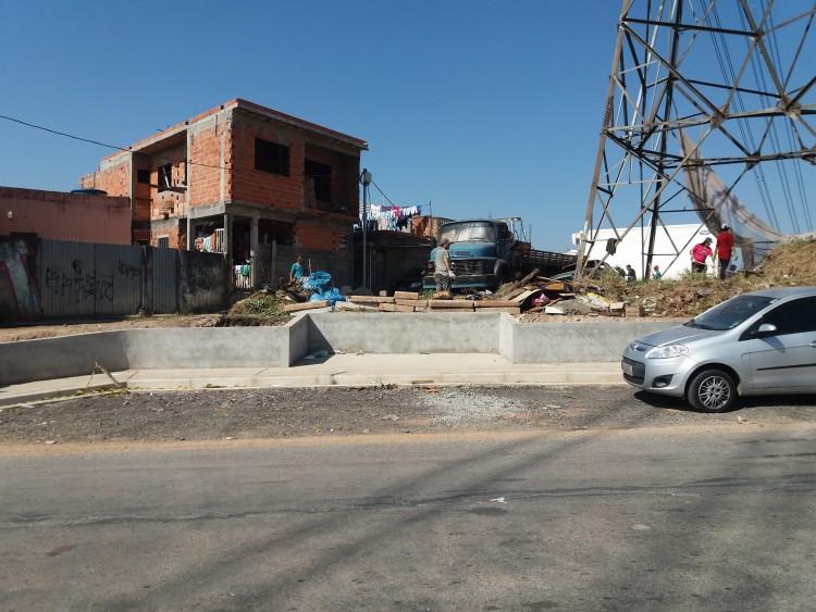 Espaço onde havia caçambas receberá ponto de ônibus (Foto: Priscila Gomes/Folhapress)