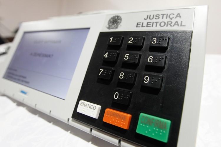Urna eletrônica usada na votação (Alan Marques/Folhapress)