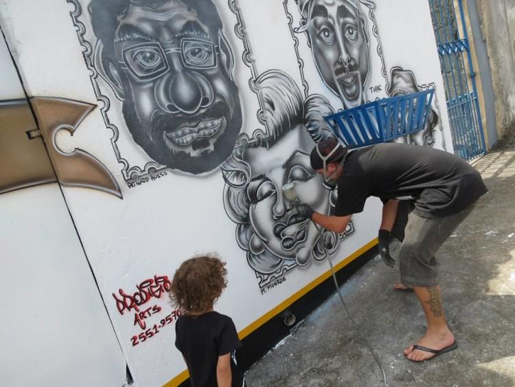 prodigio grafitando caricaturas