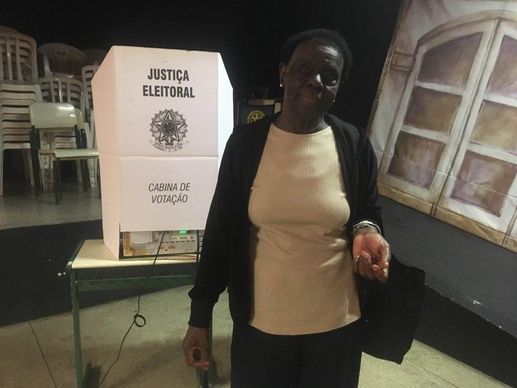 Diolina, 79, quer dar o exemplo de cidadania para as gerações futuras (Kelly Montovani/Folhapress)