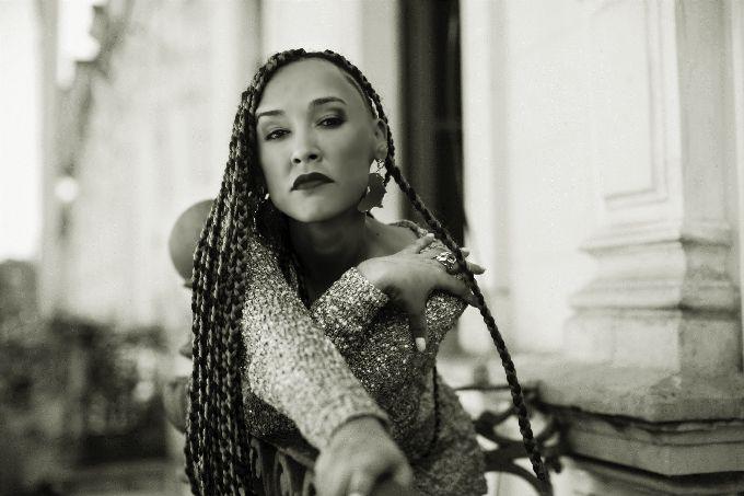 A cantora Yzalú mistura rap, afrobeat, samba jazz e MPB (Divulgação)