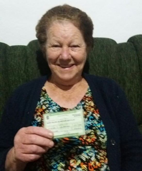 Maria Helena, 72, espera que o próximo prefeito pense na periferia (Cíntia Gomes/Folhapress)