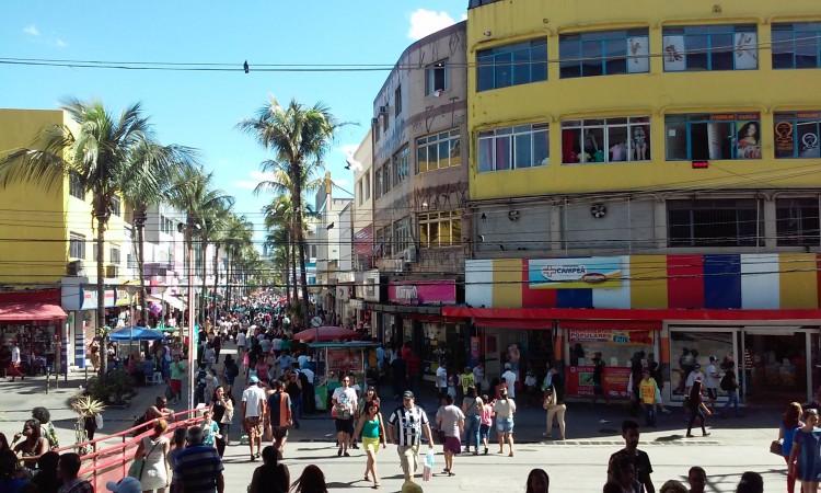 Vista da rua Antonio Agu; moradores articulam protesto contra a corrupção (Foto: Paulo Talarico/Folhapress)