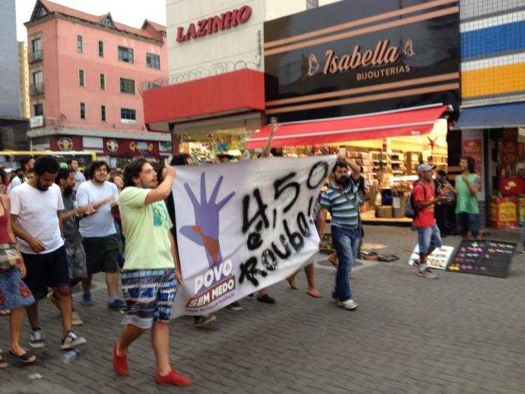 Protesto contra o aumento realizado em Guarulhos na tarde de quinta (29) - Thalita Monte Santo/Folhapress