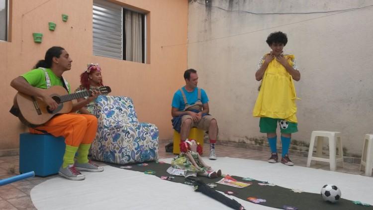 Grupo seguirá com apresentações em residências em 2017 (Foto: Lívia Lima/Folhapress)