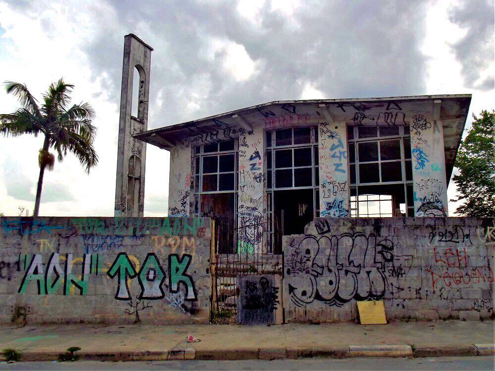 Igreja Santa Clara, na mesma rua onde está o cinema abandonado (Ronaldo Lages/Agência Mural)